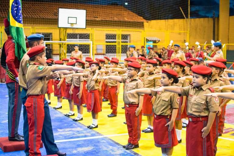 CMCB comemora 21 anos com solenidade militar